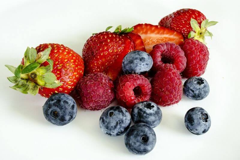berries for berry smoothie bowl